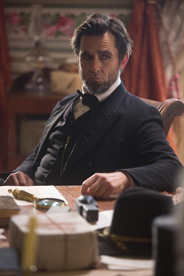 "Billy Campbell portrays Abraham Lincoln in the television film ""Killing Lincoln"" based on the best-selling book by Bill O'Reilly.??"