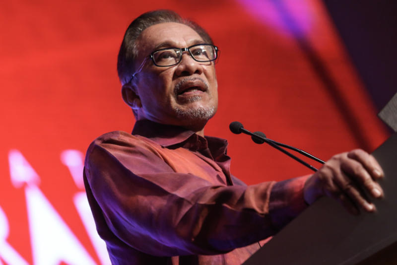 Datuk Seri Anwar Ibrahim said today there are attempts to use the mass resignations of Umno MPs from their own party to try and create tensions between himself and Prime Minister Tun Dr Mahathir Mohamad. — Picture by Hari Anggara