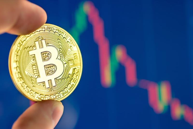 A much-needed bitcoin pullback is affecting the wider crypto market. | Source: Shutterstock