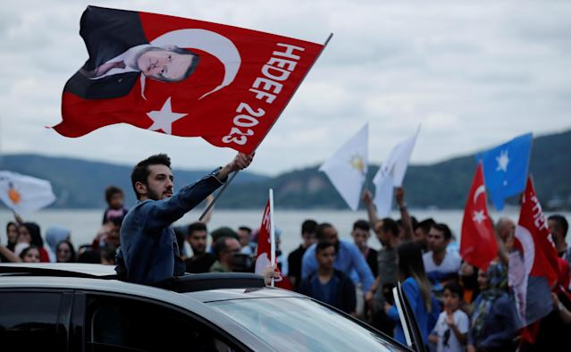 AK Party supporters wave flags outside the Tarabya mansion in Istanbul, Turkey June 24, 2018. REUTERS/Osman Orsal