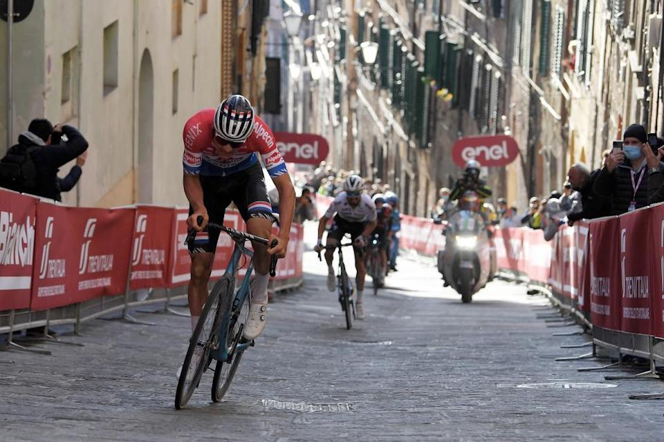 Mathieu van der Poel stays clear of Julian Alaphilippe and Egan Bernal on a brutal late climb in Siena