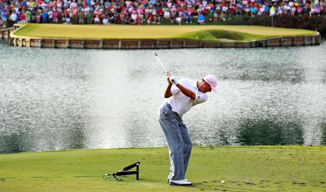 PONTE VEDRA BEACH, FL - MAY 13: Matt Kuchar of the United States hits his tee shot on the 17th hole during the final round of THE PLAYERS Championship held at THE PLAYERS Stadium course at TPC Sawgrass on May 13, 2012 in Ponte Vedra Beach, Florida. (Photo by Andy Lyons/Getty Images)