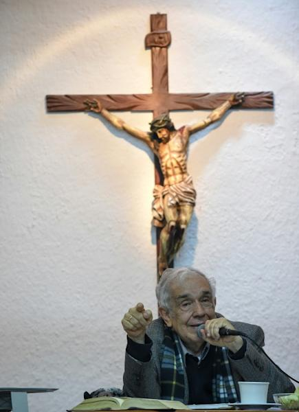 Rafael Arango, leader of the Belen congregation, studies the Bible with Catholics who deny the legitimacy of Pope Francis