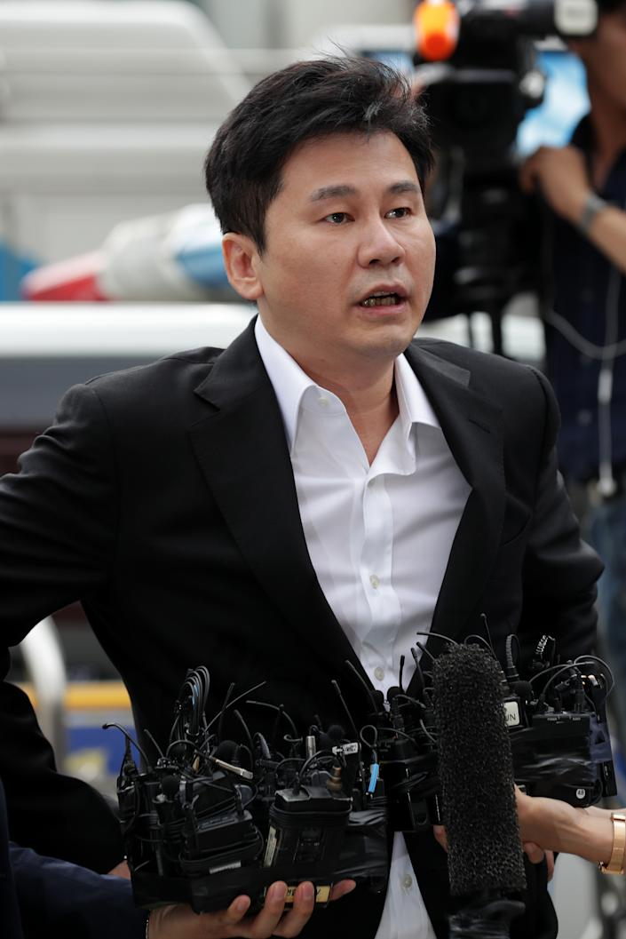 SEOUL, SOUTH KOREA - AUGUST 29: Yang Hyun-Suk, the former CEO of K-pop music label YG Entertainment arrives at police station on August 29, 2019 in Seoul, South Korea. The Seoul Metropolitan Police Agency has booked Yang Hyun-suk, the former CEO of K-pop music label YG Entertainment along with Seungri, a former member of K-pop boy band BIGBANG to be questioned over charges of gambling in a foreign country and securing the money in violation of South Korean law. (Photo by Han Myung-Gu/WireImage)