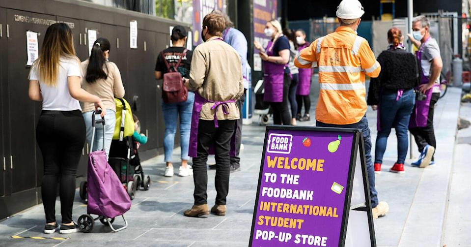 Foodbank inaugurated a free supermarket for foreign students on October 21 in Melbourne, Australia.