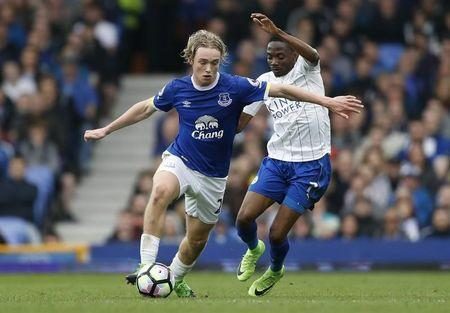 Britain Football Soccer - Everton v Leicester City - Premier League - Goodison Park - 9/4/17 Everton's Tom Davies in action with Leicester City's Ahmed Musa Action Images via Reuters / Carl Recine Livepic