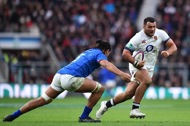 England's prop Ellis Genge (R) runs the ball during the autumn international rugby union test match between England and Samoa at Twickenham stadium in south-west London on November 25, 2017. (AFP Photo/Glyn KIRK )