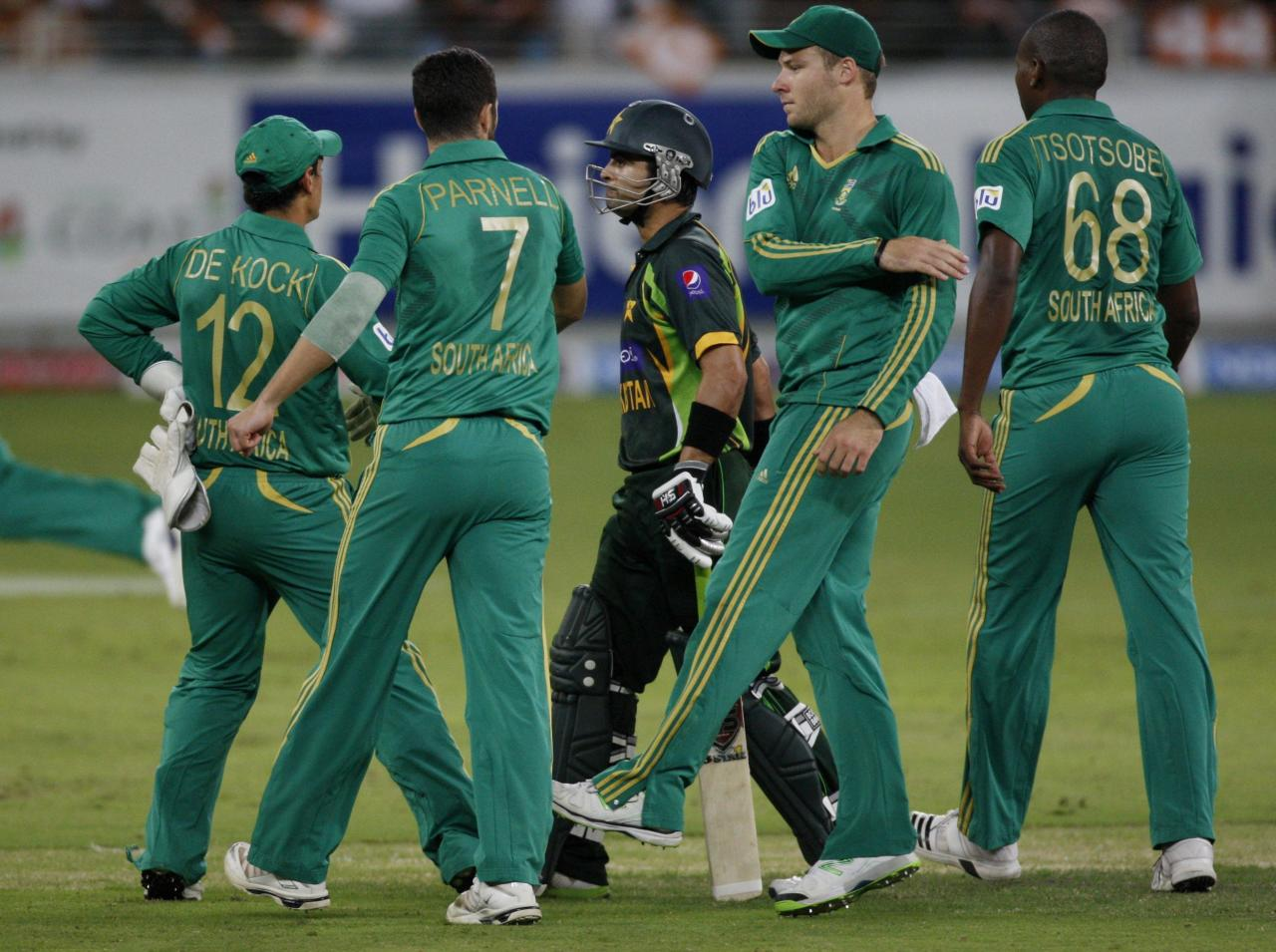 South African players celebrate the wicket of Pakistan's Ahmed Shehzad (C) during their second Twenty20 international cricket match in Dubai November 15, 2013. REUTERS/Nikhil Monteiro(UNITED ARAB EMIRATES - Tags: SPORT CRICKET)