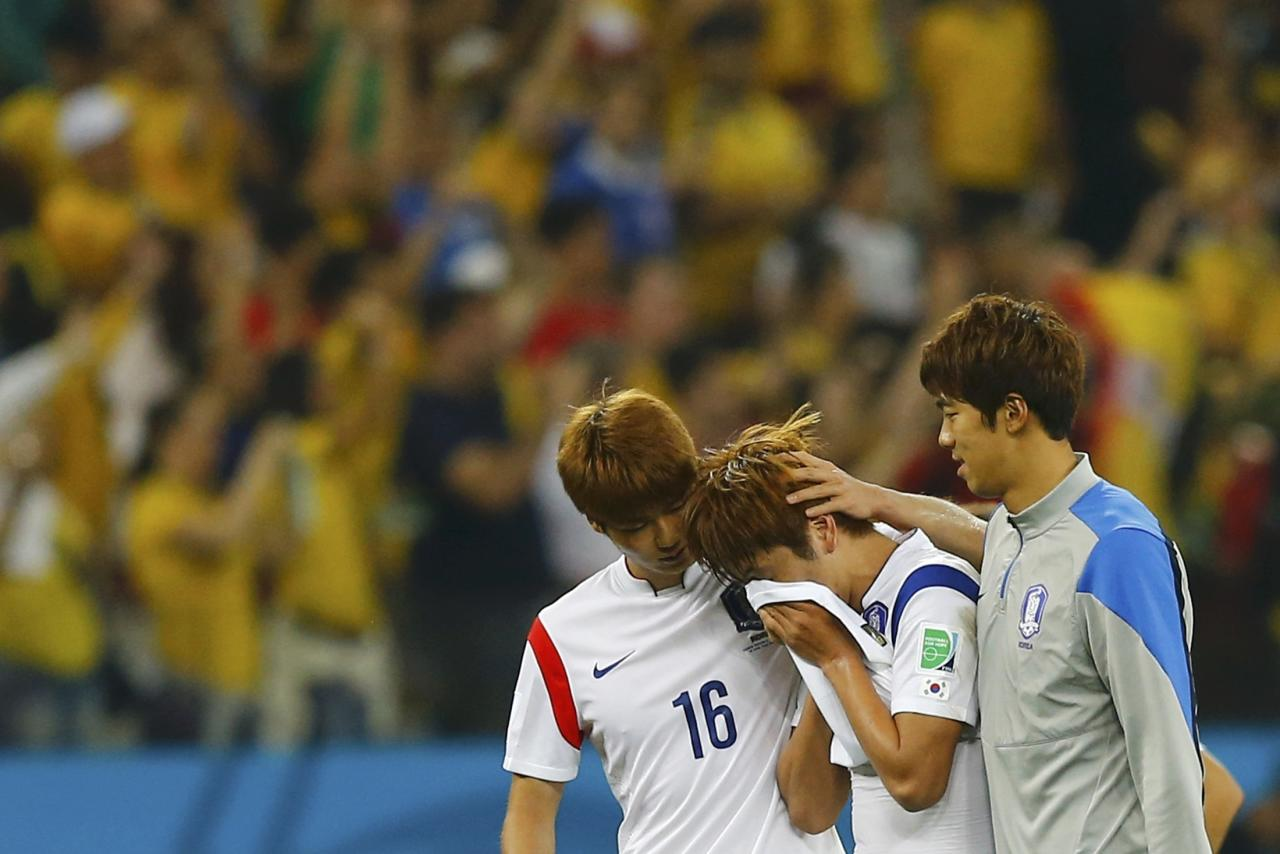 South Korea's players react after their 2014 World Cup Group H soccer match loss to Belgium at the Corinthians arena in Sao Paulo June 26, 2014. REUTERS/Ivan Alvarado (BRAZIL - Tags: SOCCER SPORT WORLD CUP)