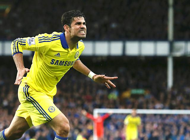 Chelsea's Brazilian-born Spanish striker Diego Costa celebrates scoring his team's sixth goal during the English Premier League football match between Everton and Chelsea at Goodison Park in Liverpool on August 30, 2014 (AFP Photo/Lindsey Parnaby)