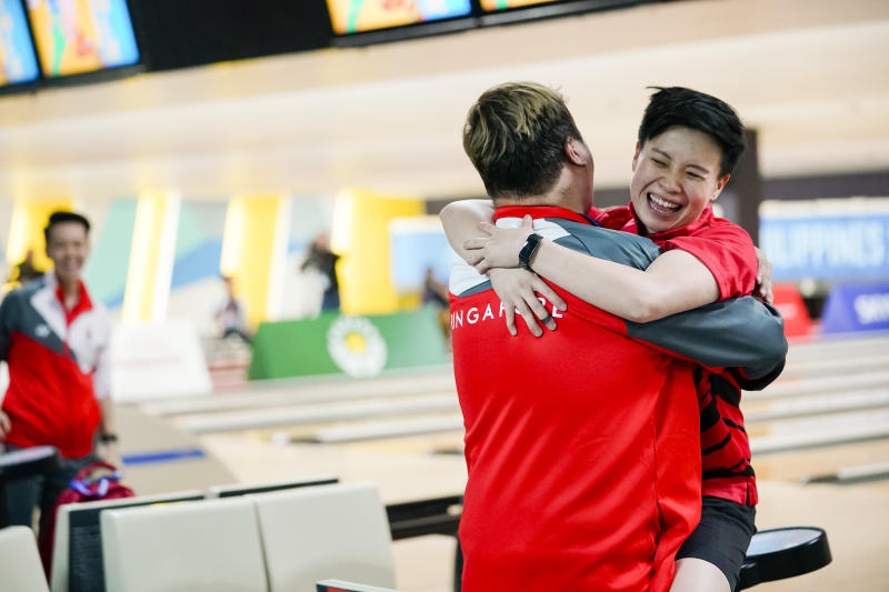 Singapore bowler New Hui Fen hugs her coach Helmi Chew after winning gold in the women's masters at the SEA Games. (PHOTO: SNOC/Kong Chong Yew)