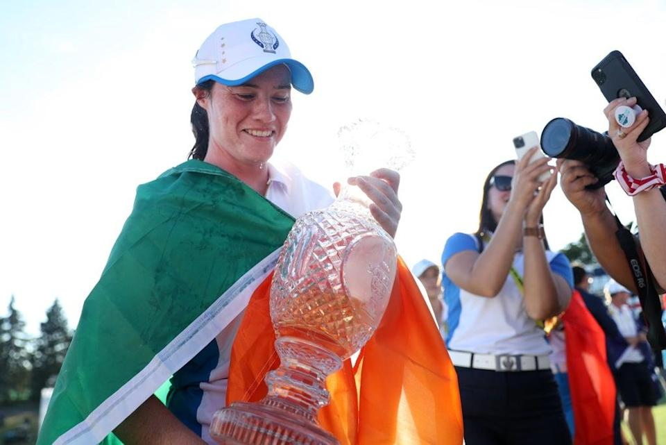 Leona Maguire celebrates with the Solheim Cup (Getty Images)