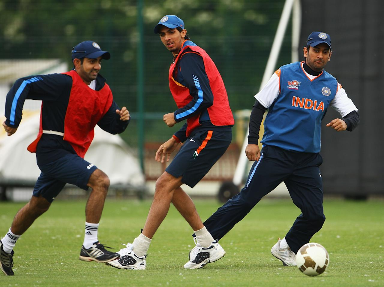 NOTTINGHAM, ENGLAND - JUNE 09:  Gautam Gambhir, Ishant Sharma and MS Dhoni, Captain of India play football during a nets session at Lady Bay Cricket Club on June 9, 2009 in Nottingham, England.  (Photo by Matthew Lewis/Getty Images)
