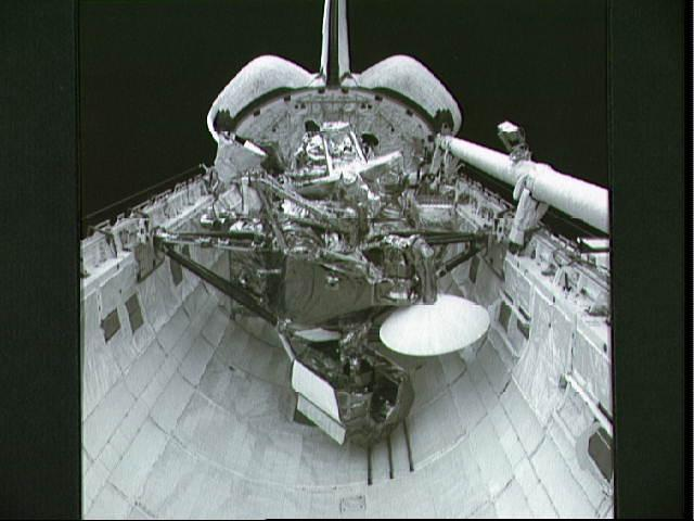 IN SPACE - UNDATED:  In this handout from the National Aeronautics and Space Administration (NASA), the Upper Atmosphere Research Satellite (UARS) sits in the cargo bay of the Space Shuttle Discovery in September, 1991 in space. According to NASA, the 12,500 pound satellite will fall from orbit into earth's atmosphere anytime between September 22 through 24. It is estimated that the space craft will break up into about 100 pieces, with an estimated 26 of which could hit the earth over a possible 500 mile debris field.  (Photo by NASA via Getty Images)