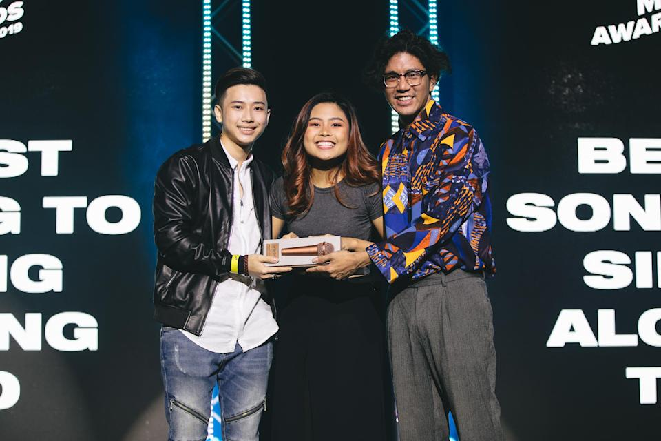"Artists Axel Brizzy and Marian Carmel receiving their award for their song ""Thursday"" from The Music Society president David Siow. (PHOTO: Invasion)"