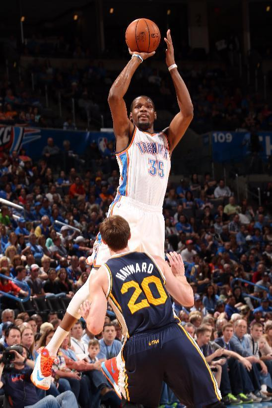 OKLAHOMA CITY, OK - MARCH 30: Kevin Durant #35 of the Oklahoma City Thunder takes a shot against the Utah Jazz on March 30, 2014 at the Chesapeake Energy Arena in Oklahoma City, Oklahoma. (Photo by Layne Murdoch/NBAE via Getty Images)