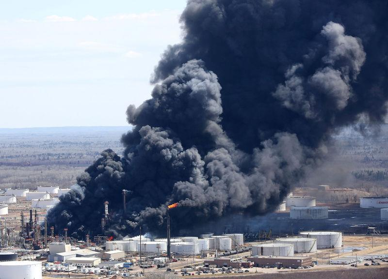 Dark smoke rises from Husky Energy oil refinery following an explosion in Superior Wisconsin