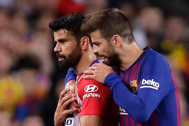 "<a class=""link rapid-noclick-resp"" href=""/soccer/teams/barcelona/"" data-ylk=""slk:Barcelona"">Barcelona</a>'s Gerald Pique, right, talks to Atletico forward <a class=""link rapid-noclick-resp"" href=""/soccer/players/372850/"" data-ylk=""slk:Diego Costa"">Diego Costa</a>, who was sent off with a red card for insulting referee Jesus Gil Manzano during a Spanish La Liga soccer match between FC Barcelona and Atletico Madrid at the Camp Nou stadium in Barcelona, Spain, Saturday April 6, 2019. (AP Photo/Manu Fernandez)"