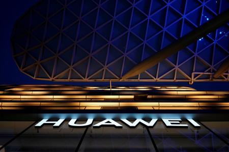 Huawei prepares for 40%-60% fall in international smartphone shipments - Bloomberg