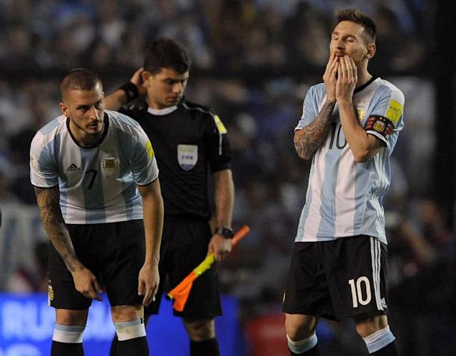 Argentina's Lionel Messi (R) gestures next to his teammate Dario Benedetto during their 2018 FIFA World Cup qualifier football match against Peru, at La Bombonera stadium, in Buenos Aires, on October 5, 2017 (AFP Photo/ALEJANDRO PAGNI)