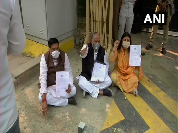 Mayors of all the three municipal corporations sat outside Delhi CM Arvind Kejriwal's residence (Photo/ANI)