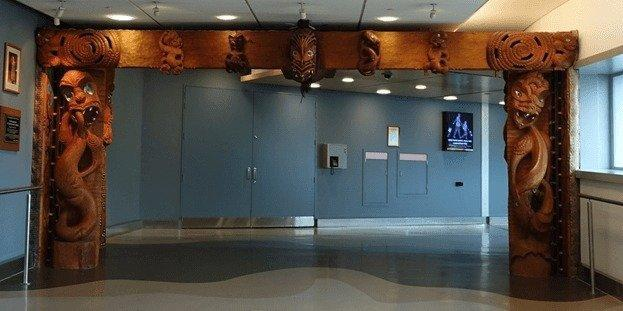 <p>As First Class passengers, we were the first ones to get out of the plane. The first thing that greeted me was this New Zealand themed woodwork. Nothing like a couple of scary faces to welcome you to New Zealand! <i>(Photo: Sam Huang)</i><br></p>