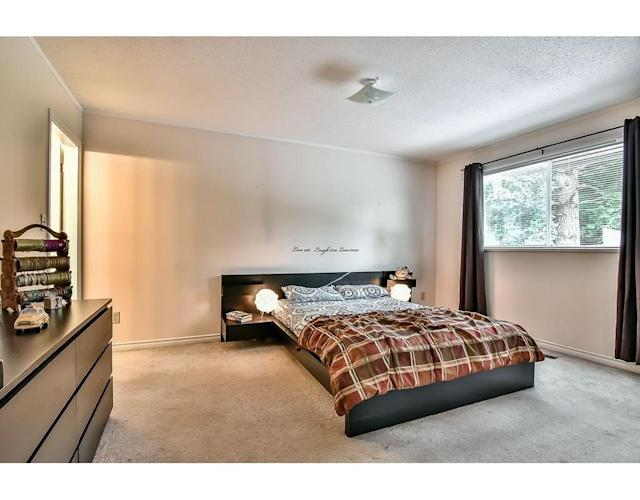 <p><span>1281 Lansdowne Dr., Coquitlam, B.C.</span><br> There are five bedrooms in the home, including this master bedroom.<br> (Photo: Zoocasa) </p>