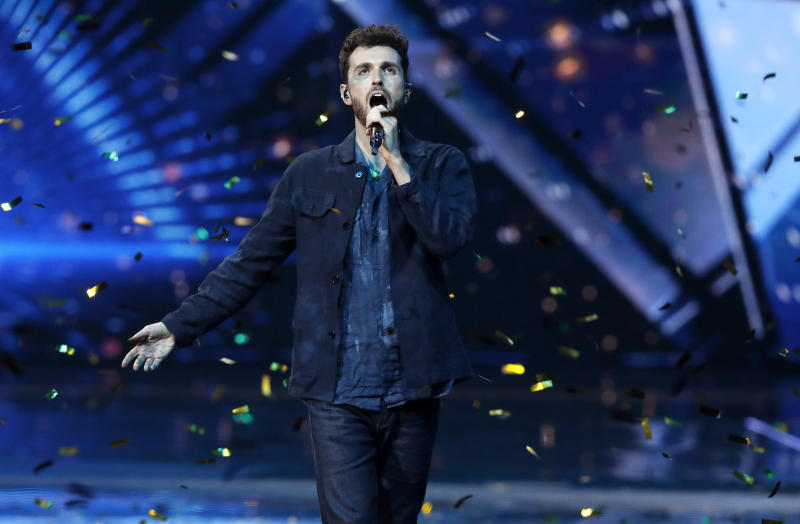 """Duncan Laurence of the Netherlands performs his song, """"Arcade"""" after winning the 2019 Eurovision Song Contest grand final in Tel Aviv, Israel, Saturday, May 18, 2019. (AP Photo/Sebastian Scheiner)"""