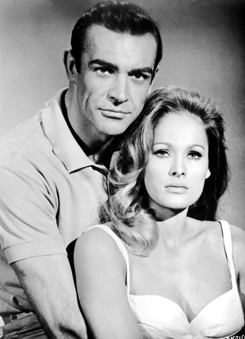 Sean Connery y Ursula Andress.