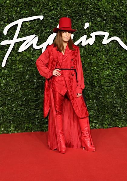 For her total red look, Noomi Rapace chose an asymmetric suit by Ann Demeulemeester. London, December 2, 2019
