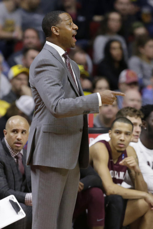 Montana coach Travis DeCuire calls a play during the first half of a first round men's college basketball game against Michigan in the NCAA Tournament in Des Moines, Iowa, Thursday, March 21, 2019. (AP Photo/Nati Harnik)