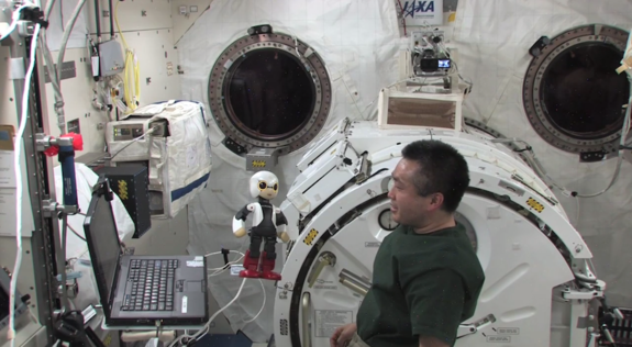 Japan's Kirobo Talking Robot Chats With Astronaut in Space for 1st Time (Video)