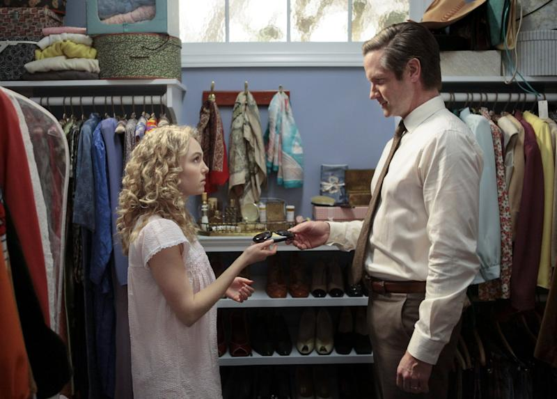 """This undated image released by The CW shows AnnaSophia Robb as Carrie Bradshaw, left, and Matt Letscher as Tom Bradshaw in """"The Carrie Diaries."""" The new hour-long drama premieres Monday at 8 p.m. EST on the CW. (AP Photo/The CW)"""