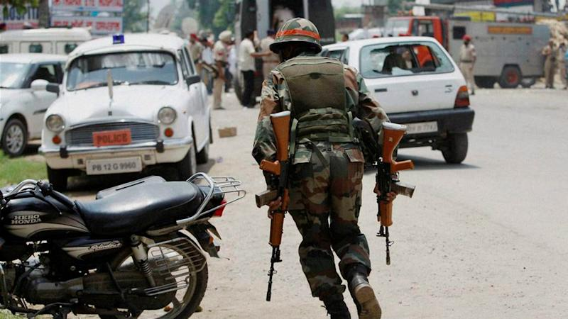 2 Army Men, 1 Civilian Injured in an Encounter in South Kashmir