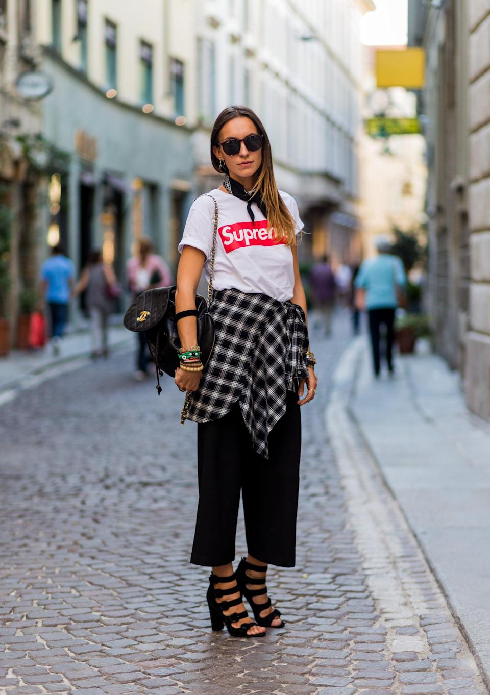 <p>A logo tee gets a lift with statement sandals. </p>
