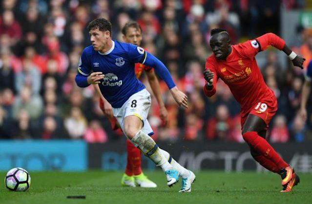 LIVERPOOL, ENGLAND – APRIL 01: Ross Barkley of Everton (L) is put under pressure from Sadio Mane of Liverpool (R) during the Premier League match between Liverpool and Everton at Anfield on April 1, 2017 in Liverpool, England. (Photo by Gareth Copley/Getty Images)