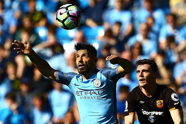 Manchester City's Sergio Aguero (L) vies with Hull City's Andrew Robertson during their match at the Etihad Stadium in Manchester, north west England, on April 8, 2017 (AFP Photo/Geoff CADDICK)