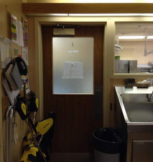 Wessels taped the noose to the door of an operating room in June 2016.