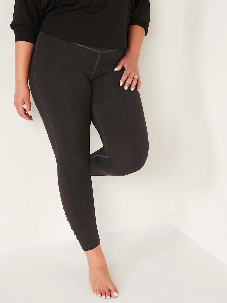 <p>If you look closely, you can see contrast stitching that makes these <span>Old Navy Extra High-Waisted PowerChill Ruched 7/8-Length Leggings in Carbon</span> ($30) totally stand out.</p>