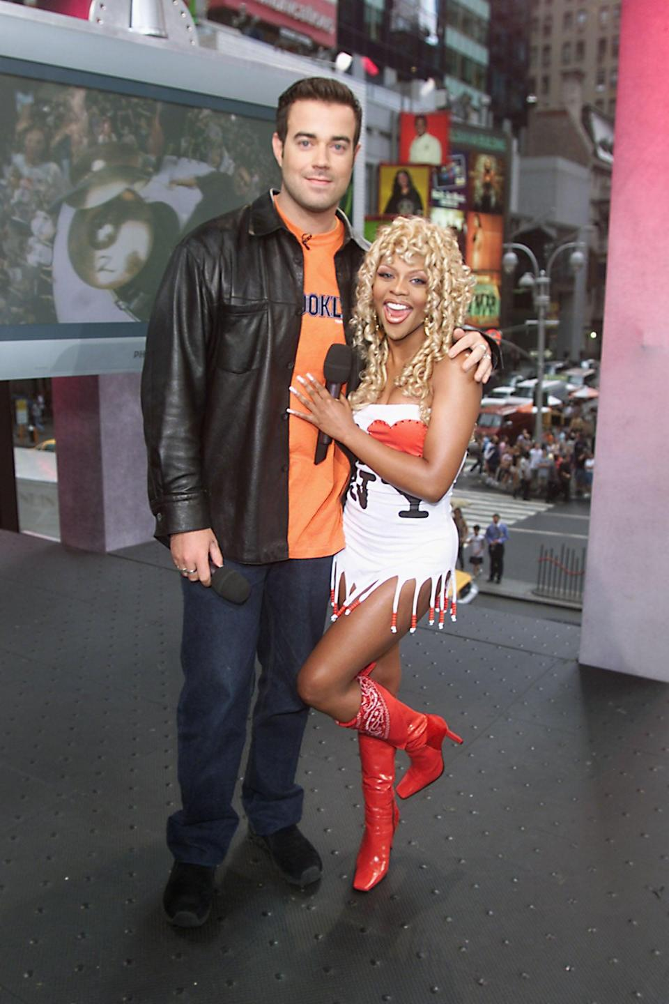 <p>Lil' Kim made an appearance on TRL in 2000 to promote her album <strong>The Notorious K.I.M.</strong></p>
