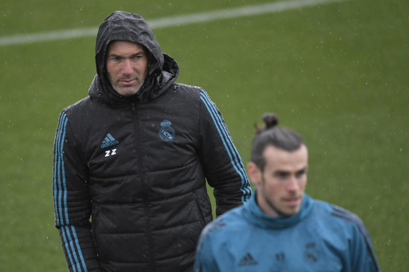 Real Madrid's French coach Zinedine Zidane (L) looks at Real Madrid's Welsh forward Gareth Bale during a training session at Valdebebas Sport City in Madrid on April 10, 2018 on the eve of the UEFA Champions League quarter-final second leg football match against Juventus. / AFP PHOTO / GABRIEL BOUYS (Photo credit should read GABRIEL BOUYS/AFP/Getty Images)