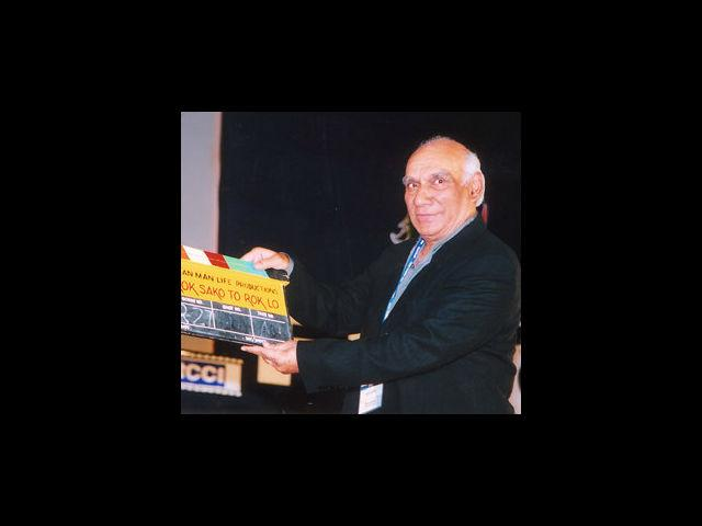 <b>3. Yash Chopra</b><br> The king of romance made the last movie of his career, 'Jab Tak hai Jaan', but died weeks prior to the release. He was suffering from dengue, something which sent everyone into utter shock.