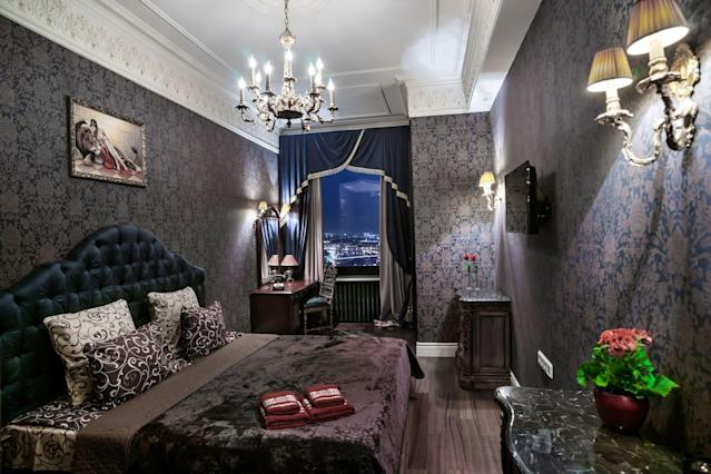 <p>This deluxe two-room apartment is located right in the heart of central Moscow. It costs $165 per night and can accommodate four guests.<br>(Airbnb) </p>