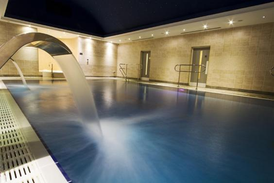 Whatever the weather, enjoy a dip in the pool of Fistral Beach Hotel and Spa (Fistral Beach Hotel and Spa)