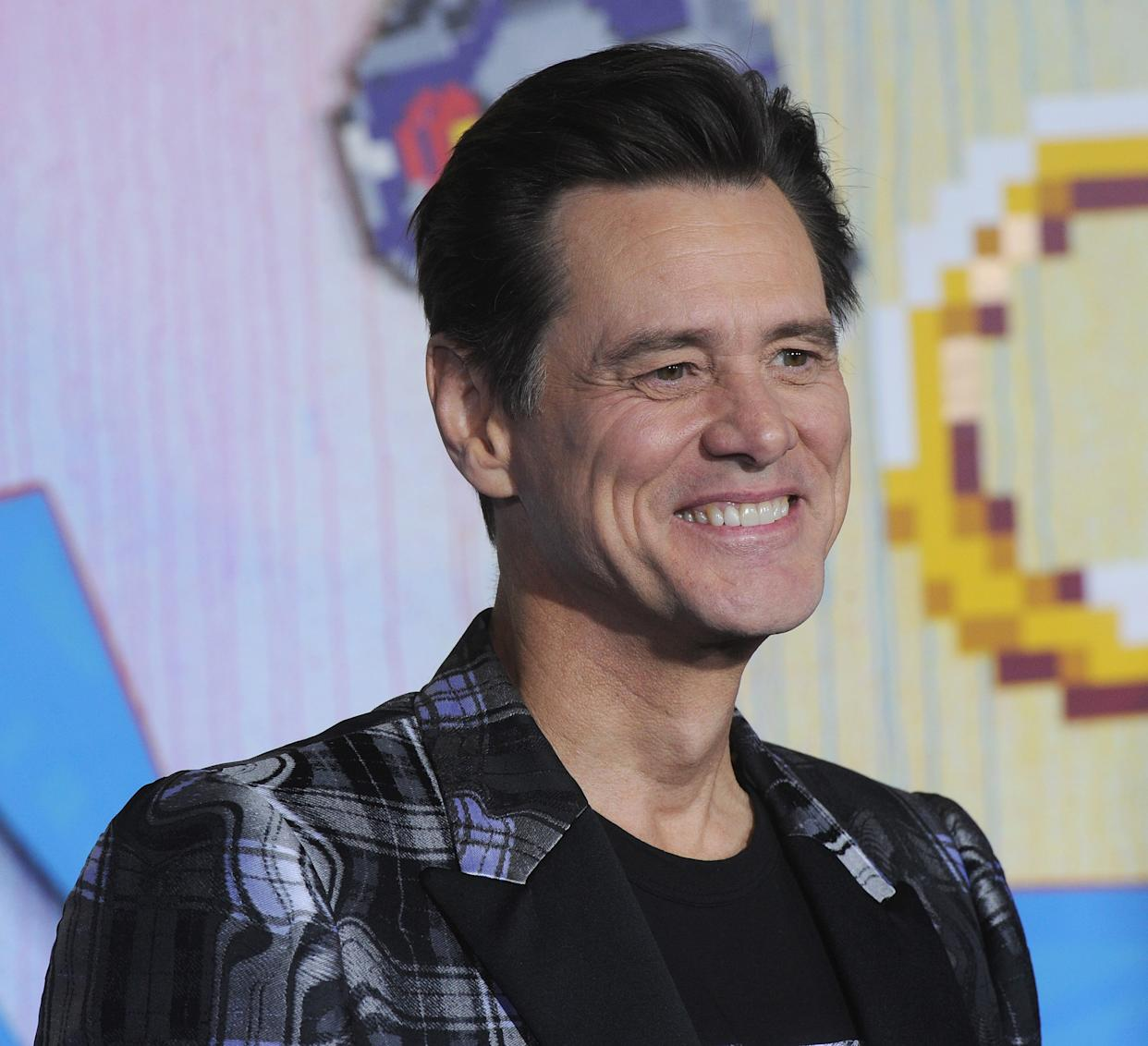 """Jim Carrey's publicist blasts """"ridiculous"""" story over the actor's remark to female reporter that she's on his """"bucket list."""""""