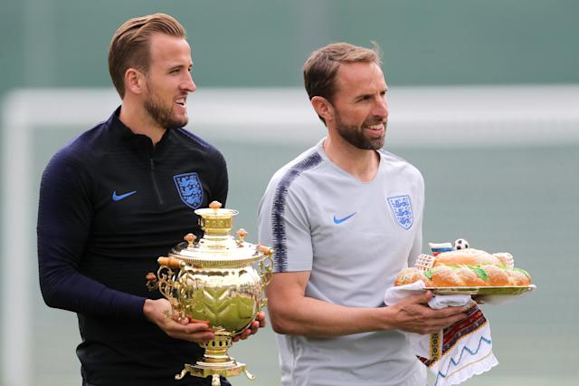 England's Harry Kane (left) and manager Gareth Southgate receive a Russian samovar – a heated metal container traditionally used to heat and boil water, and a karavai – a large round loaf of bread. (PA)