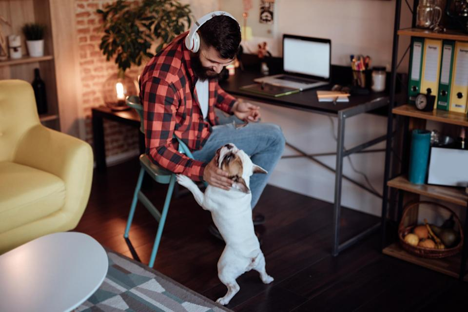 """Many professionals have spoken about the <a href=""""https://au.finance.yahoo.com/news/corporate-high-flyer-able-leave-six-figure-job-235346511.html"""" data-ylk=""""slk:importance of discipline when working from home.;outcm:mb_qualified_link;_E:mb_qualified_link;ct:story;"""" class=""""link rapid-noclick-resp yahoo-link"""">importance of discipline when working from home.</a> <em>(Photo: Getty)</em>"""