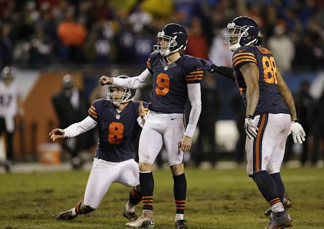 Chicago Bears kicker Robbie Gould (9) watches his game-winning field goal during overtime to beat the Baltimore Ravens 23-20 in an NFL football game, Sunday, Nov. 17, 2013, in Chicago. Also watching are holder Adam Podlesh (8) and tight end Dante Rosario (88). (AP Photo/Nam Y. Huh)