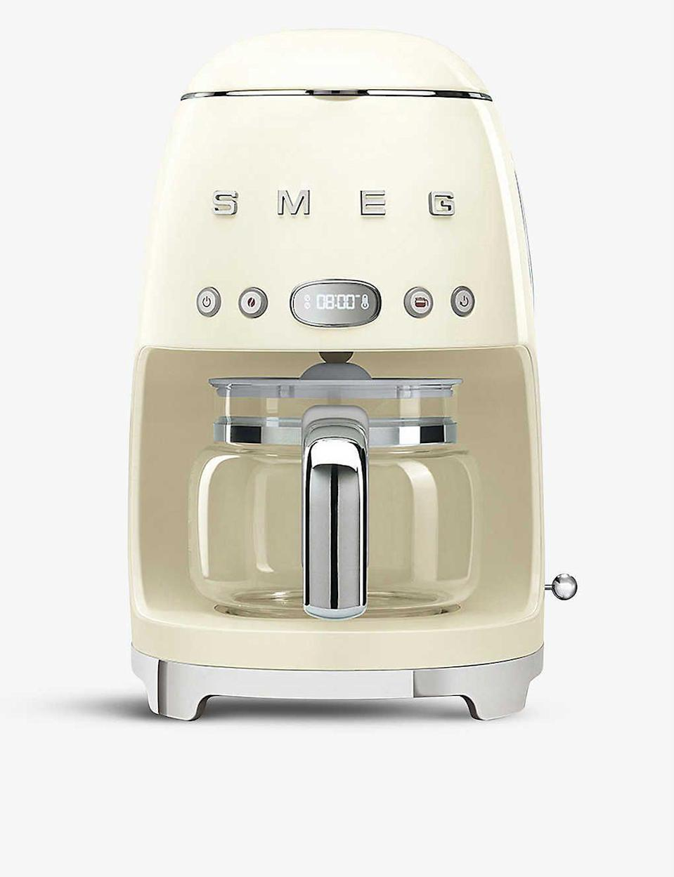 """<p><strong>Smeg</strong></p><p>selfridges.com.us</p><p><strong>$220.00</strong></p><p><a href=""""https://go.redirectingat.com?id=74968X1596630&url=https%3A%2F%2Fwww.selfridges.com%2FUS%2Fen%2Fcat%2Fsmeg-drip-filter-coffee-machine_R03671413&sref=https%3A%2F%2Fwww.harpersbazaar.com%2Ffashion%2Ftrends%2Fg24061584%2Fbest-gifts-for-friends-ideas%2F"""" rel=""""nofollow noopener"""" target=""""_blank"""" data-ylk=""""slk:Shop Now"""" class=""""link rapid-noclick-resp"""">Shop Now</a></p><p>For your friend who is always on the run, Smeg's drip coffee machine will get her day started the <em>right</em> way. </p>"""