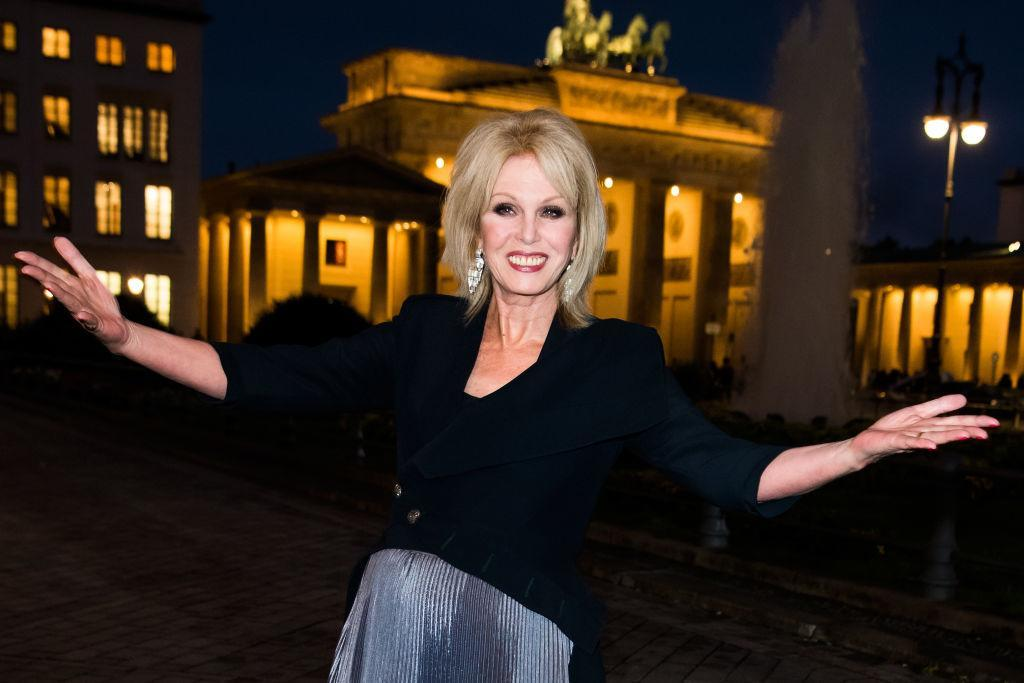 Joanna Lumley knows how to rock a dramatic make-up look, pictured in September, 2018. (Getty Images)